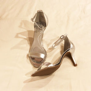 Bandolino womens new size 8M silver heels man made